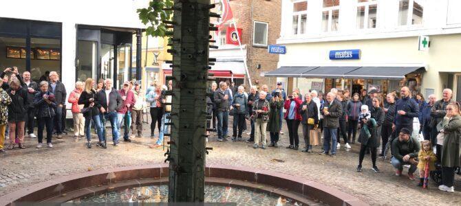 SE VIDEOKLIP – Genindvielse af Vandkunsten på Mutter Stallbohms Plads